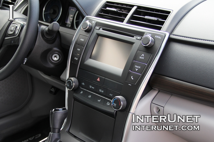 Toyota Camry Backup Camera >> 2016 Toyota Camry LE interior in pictures | interunet